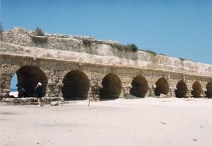 Acueducto romano en Cesarea © Joaquim Pisa